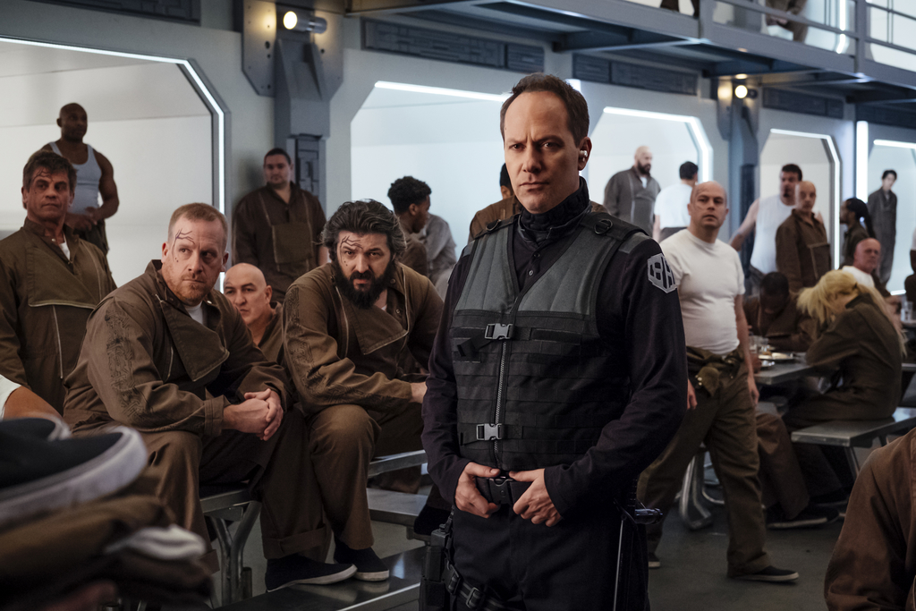 La nave Raza da la bienvenida a sus compañeros de pandilla a su nuevo hogar. ¿Qué son esos tatuajes en la cara? Y también, ¿qué pasa aquí con la Autoridad Galáctica?